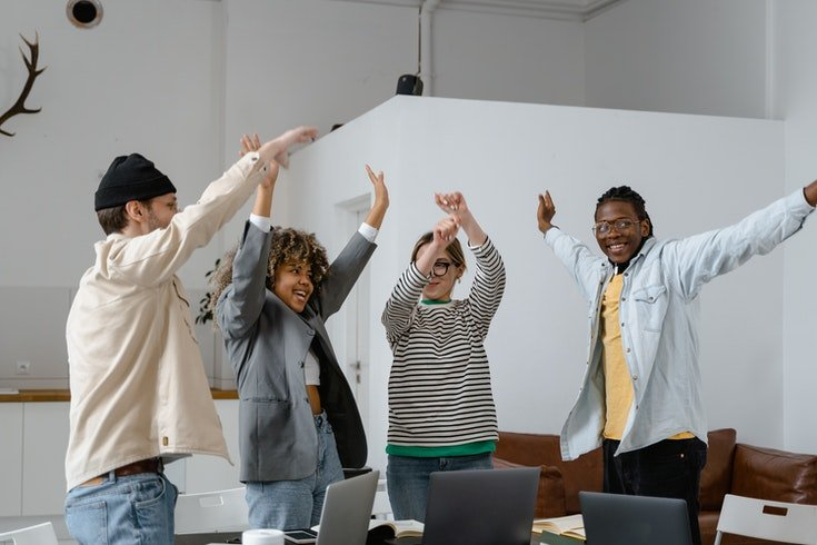 ilustrasi manfaat budaya kerja positif